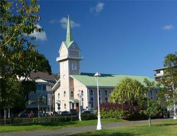 fp tahiti hinter der rosa kirche ist der supermarkt5653147051054359779..jpg
