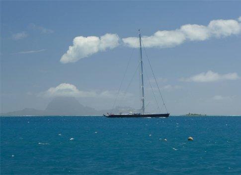 fp tahaa dieses luxusbootchen kennen wir schon von den tuamotus2532076851866887083..jpg
