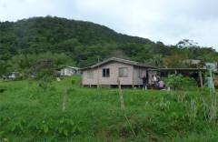 Fiji Vanua Levu kleine Haeuser auf dem Land