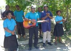 Fiji Vuda Marina hier wird jeder mit einem Lied verabschiedet