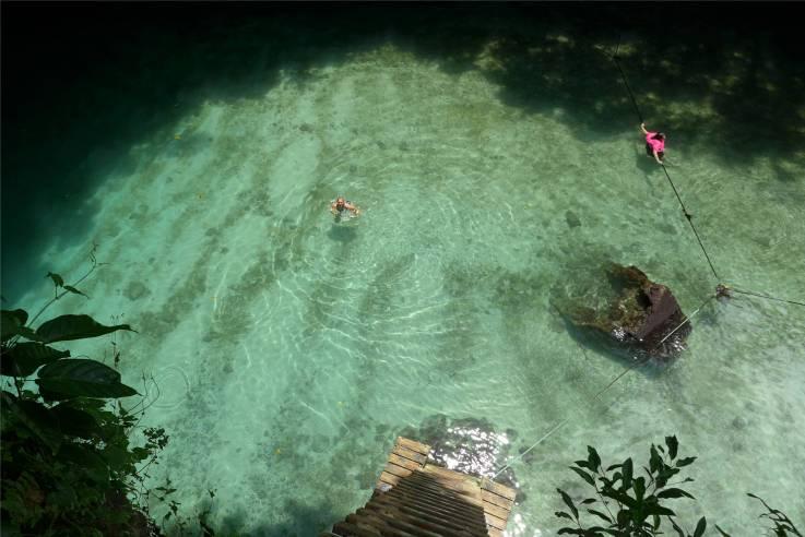 Samoa baden in To Sua Pool