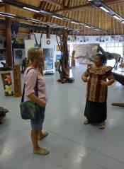 Samoa Kunst College zu jedem Stueck bekommen wir die Sage erzaehlt