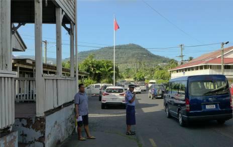 Samoa Polzist im Polizeirock