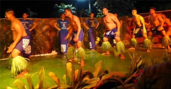 Samoa Show die Maenner energiegeladen