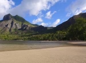 FP Huku Hiva Anaho breiter Strand bei Niedrigwasser