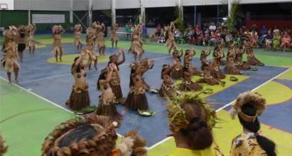 FP Makemo Heiva Auftritt im Kokosnuss-Bikini sowas gibt es wirklich