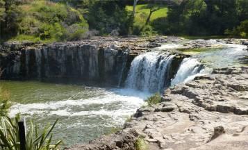 NZ Northland ein kleiner Wasserfall