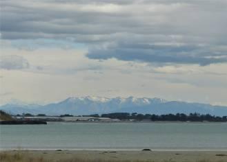 NZ Timaru in der Ferne die schneebedeckten Berge