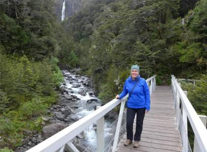 NZ Wanderung zum Wasserfall dick angezogen
