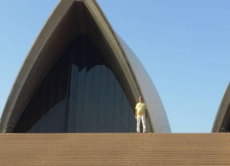 Sydney Nobbi auf dem Weg in die Oper