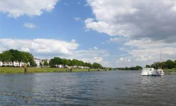 Bremen und umzu das Erstligastadion an der Weser