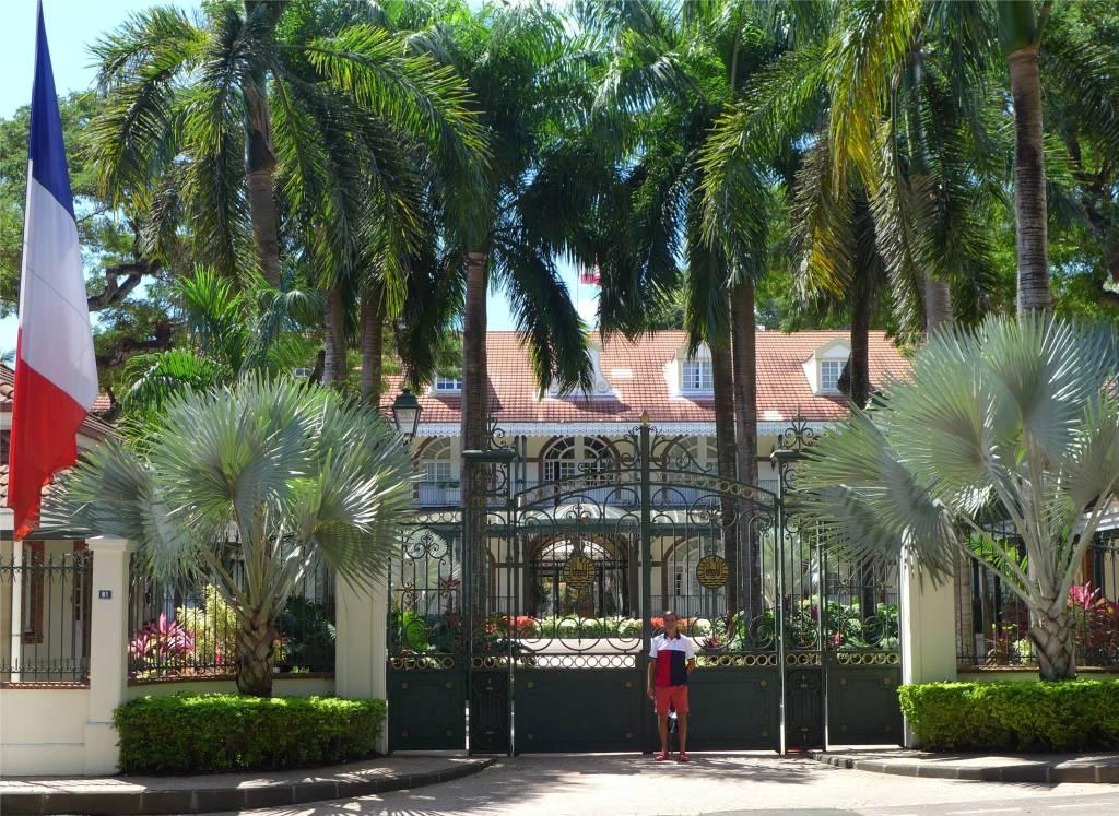 23 Tahiti Nobbi und der Palast